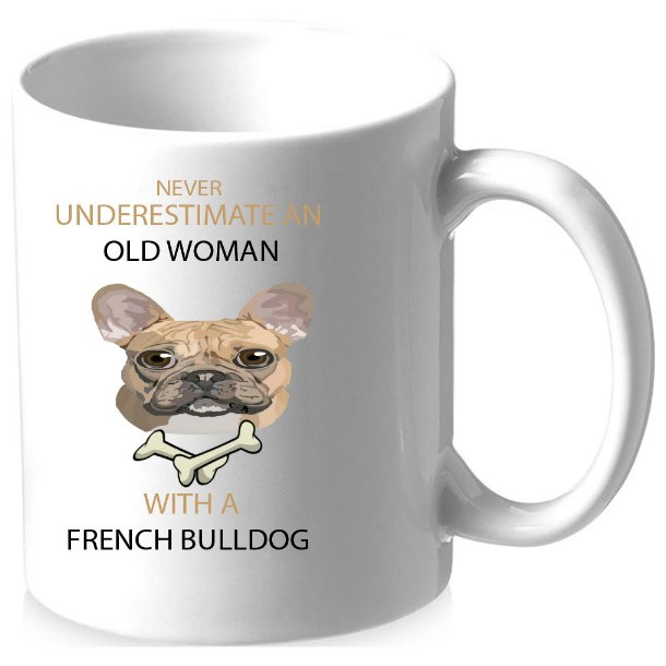 Krus med billede/tekst, NEVER UNDERESTIMATE AN OLD WOMAN WITH A FRENCH BULLDOG